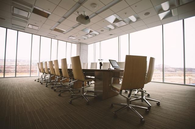 Mesa de oficina con seguro de empresas